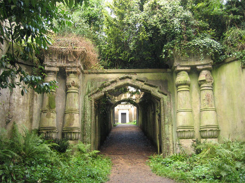 Highgate Cemetery Egyptian Avenue.