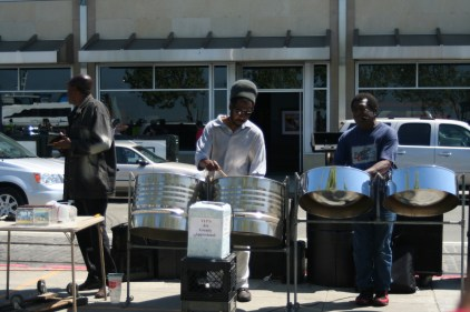 more street musicians. These guys were singing reggae music.