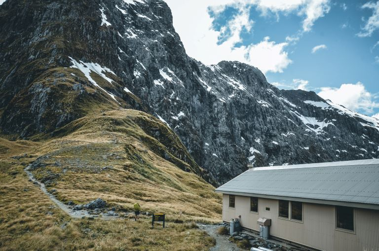 A photo of Mackinnon Shelter and surrounding mountains