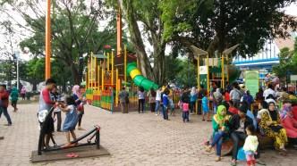 Taman bermain anak, gratis.