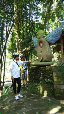 Patung yang dibuat terinspirasi oleh tokoh Gusdur,