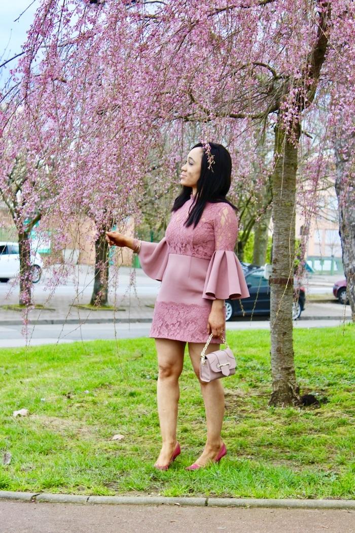 look féminin en rose