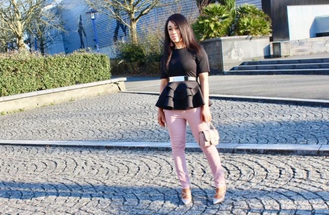 Look nuances de rose et top noir
