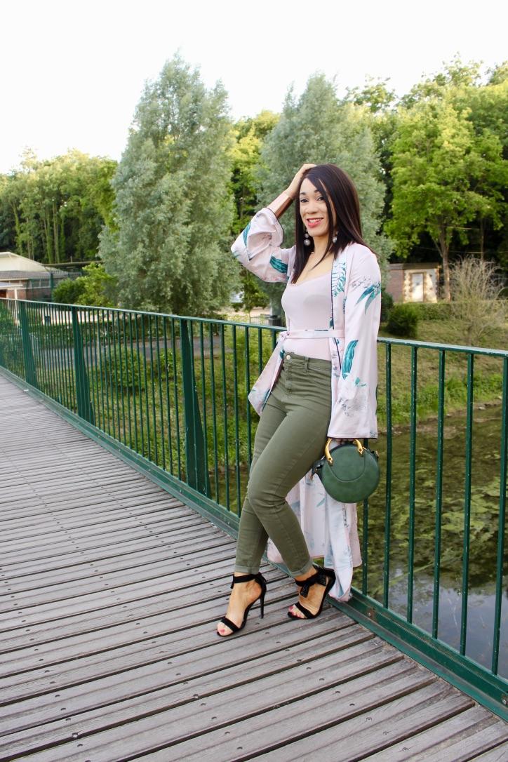 look kimono et jean kaki