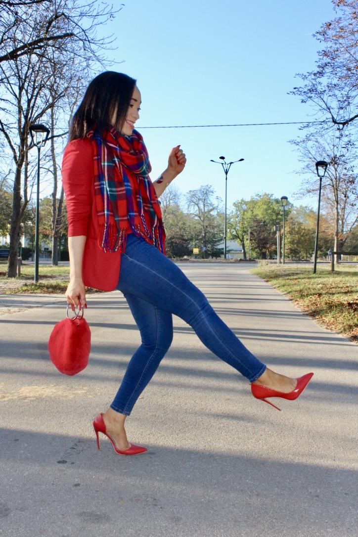 look écharpe imprimé écossais rouge