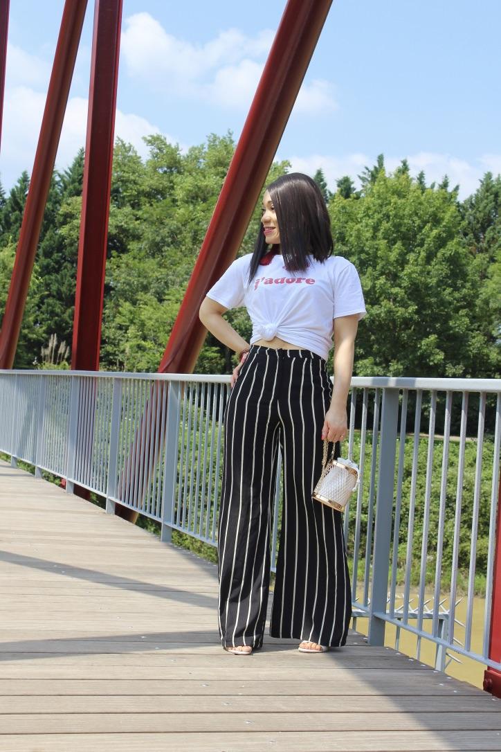 look pantalon large à rayures