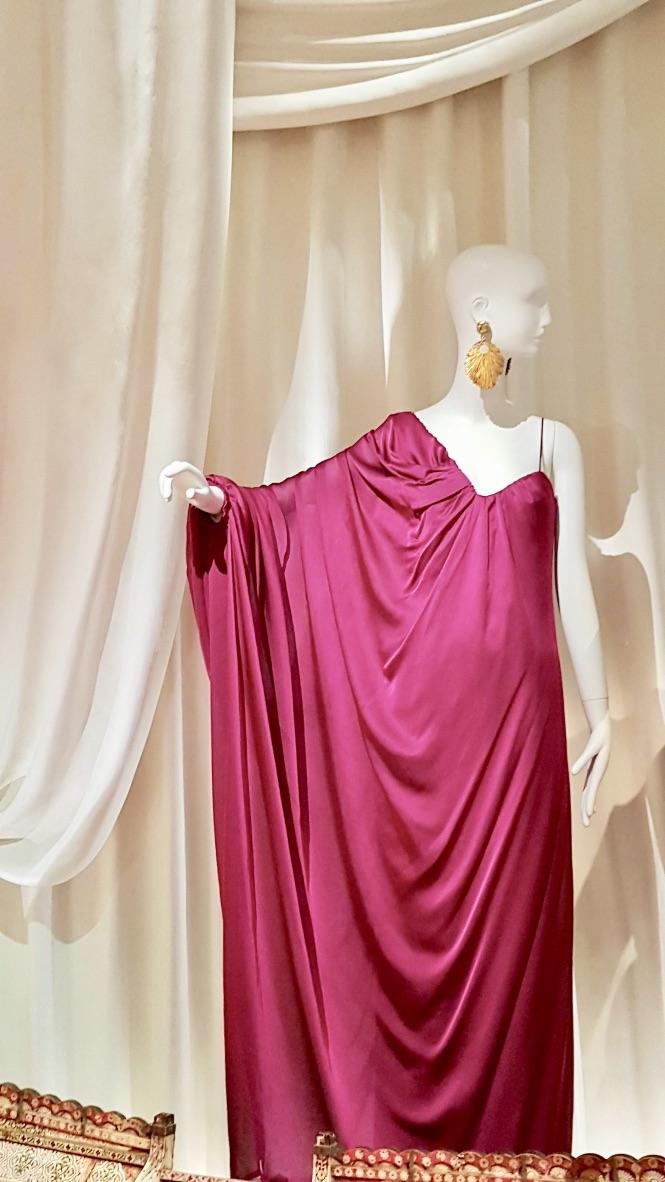 robe rose musée yves saint laurent