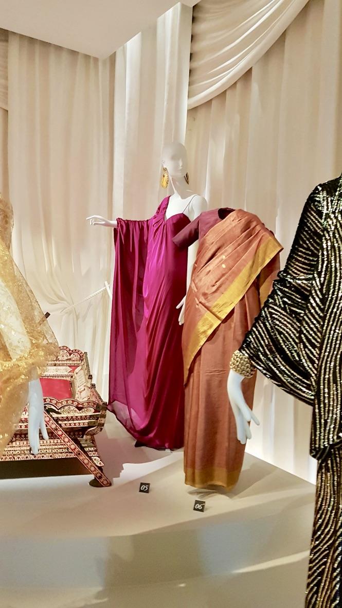 robes musée yves saint laurent