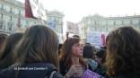 Cartelli e giovani donne per #nonunadimeno