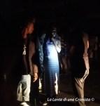 Piazzale Maslax, migranti in attesa di coperte e tappetini
