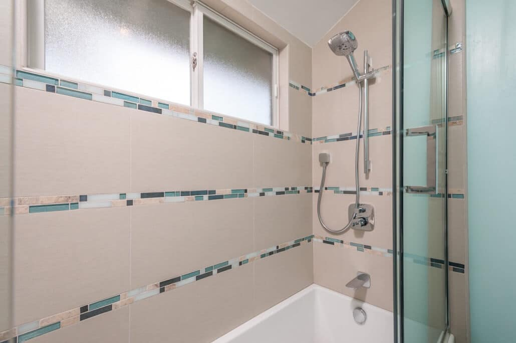 creative ways to use glass tile in your