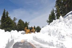 Snowplow machine