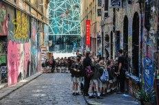 Scolaresche in giro per Hosier Lane, accompagnati da veri writers per capire meglio il mondo della Street Art (foto: Anna Luciani)