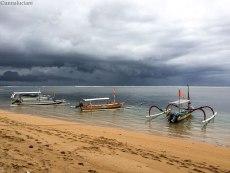 Jukung, imbarcazioni tipiche balinesi. Sanur (foto: Anna Luciani)