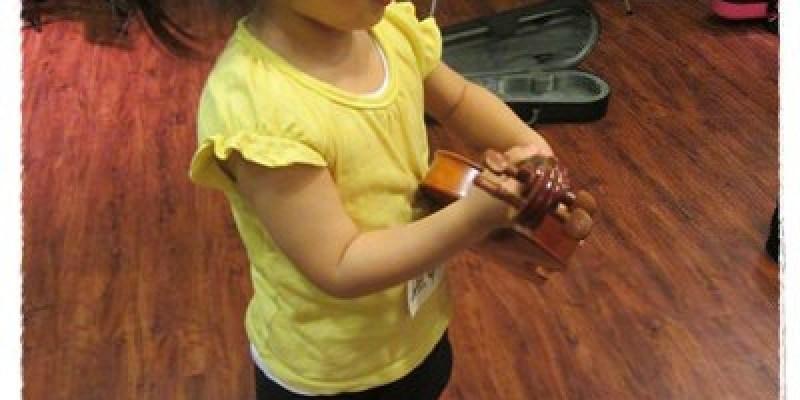﹝3Y9M3W3D﹞暢遊音樂王國 第一堂『小提琴與大提琴』@音樂理想國《Blog365-4》