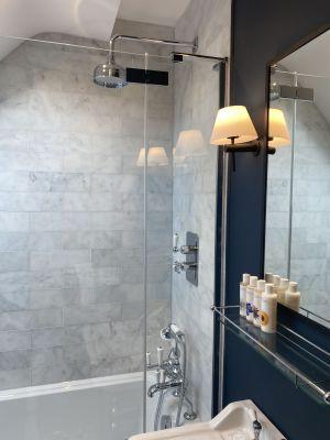 The Bottle & Glass Inn Guest Room Large Monsoon Shower