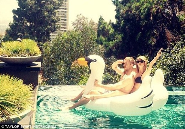 Pool floats like swans, flamingos and unicorns are one of the hottest trends of summer 2016.