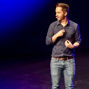 Fotograf Florian Beier auf der Bühne der Tafelhalle Nürnberg