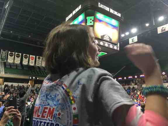 Harlem Globetrotters - Dancing for T-Shirt Toss