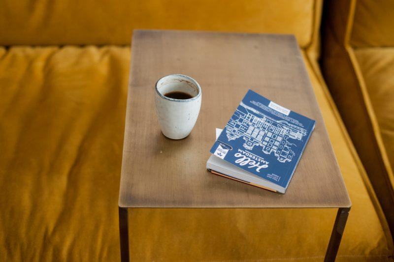 Koffie en een boekje erbij: Rachel zit hier graag