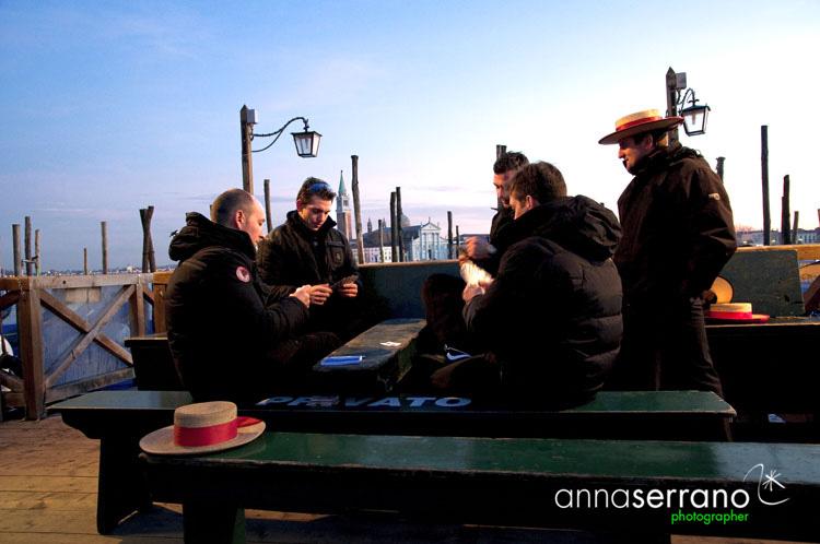 Venezia - Canal Grande - Italy - Gondilieri giocando a carte - in fondo basilica di S. Giorgio Maggiore - Andrea Palladio architetto