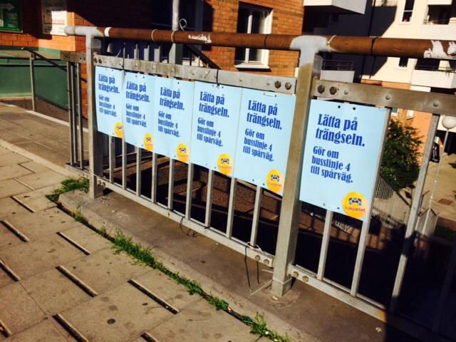 Affischerna ska upp! Det fixar jag och många andra kampanjarbetsmyror.
