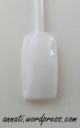 1° STEP Ho scelto come colore di base il bianco gesso. Stendete due passate per una copertura totale e lasciate asciugare.