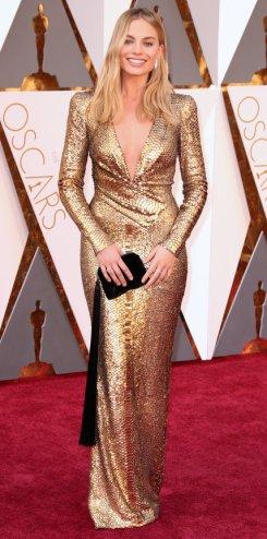 Margot Robbie, abito Diane von Furstenberg, gioielli Forevermark