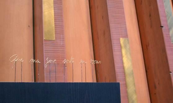 dédicace de l'évêque sur la cathèdre acier doré à la feuille d'or