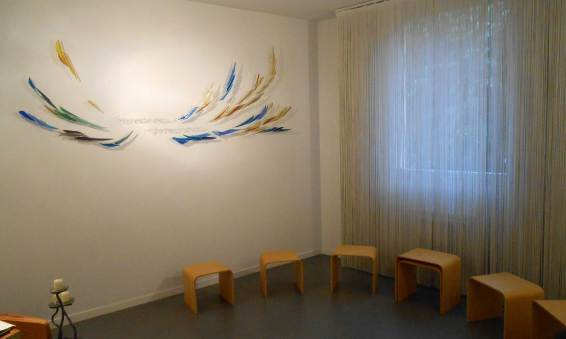 Mural sur la vierge: acier et verre soufflé.