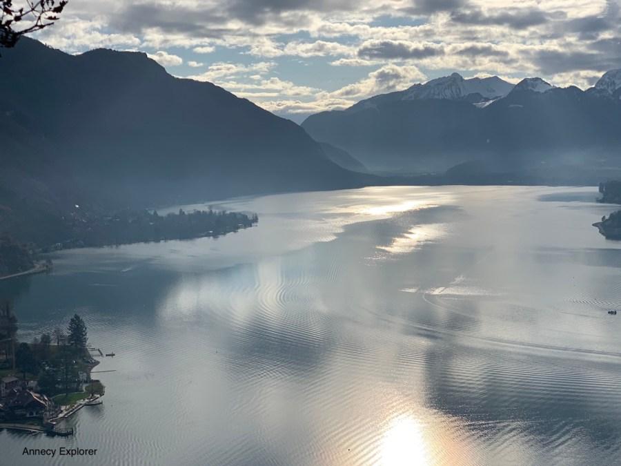 Le lac dd'Annecy vue depuis le roc de chère