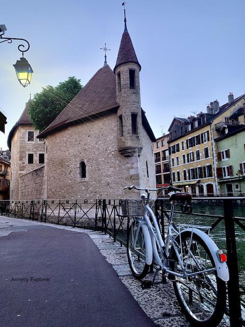 Les vieilles prisons en vieille ville d'Annecy