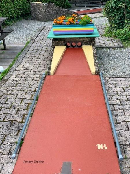 Jouer au mini-golf à Annecy
