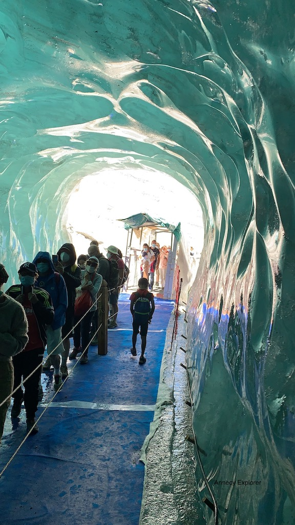La grotte de la mer de glace
