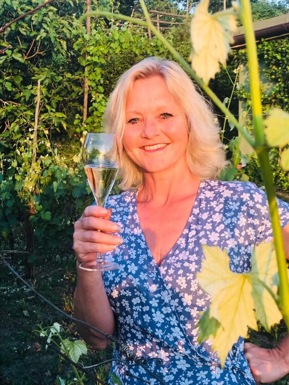 Det er mange som har vært på vingårdsbesøk hos oss denne sommeren. Det har vært så hyggelig å ta i mot både kjente og ukjente, og dele litt av mitt vinparadis. Vil du lese litt om hvordan det oppleves, har denne Oslo-damen, som også er en venninne, sendt meg dette flotte innlegget.