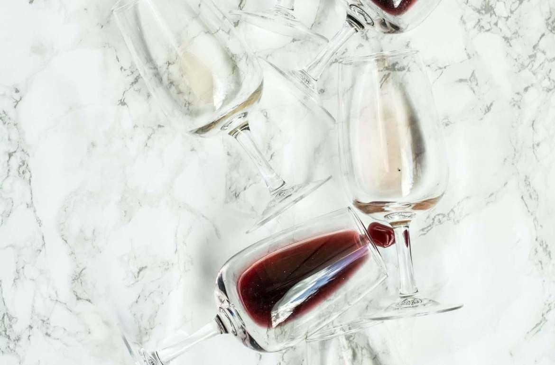 Tradisjonelle og litt dyrere viner dominerer lista over nye viner i novemberslippet på Vinmonopolet - og en overraskende stor andel hvitviner til denne årstida å være. For andelen lyse viner har økt betraktelig de siste årene. Her kan du lese om noen av mine favoritter i lanseringen.