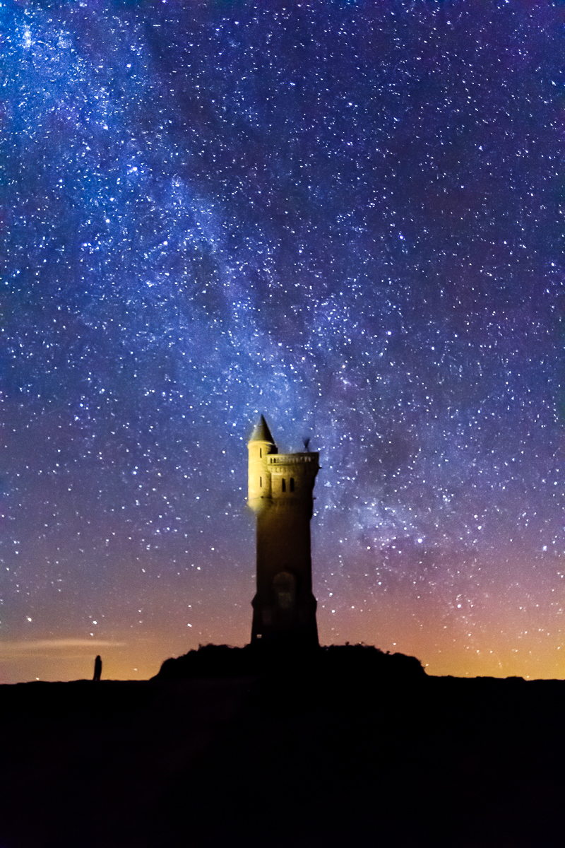The milky way over the Airlie Monument