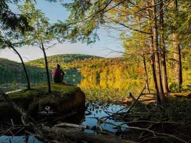 Contemplation sur le lac Gale, Bromont, Qc, Canada