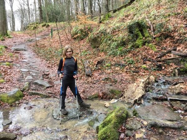 rivier oversteken op de mullerthal trail