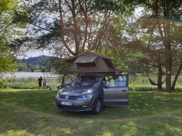 auto met daktent in TsjechiË