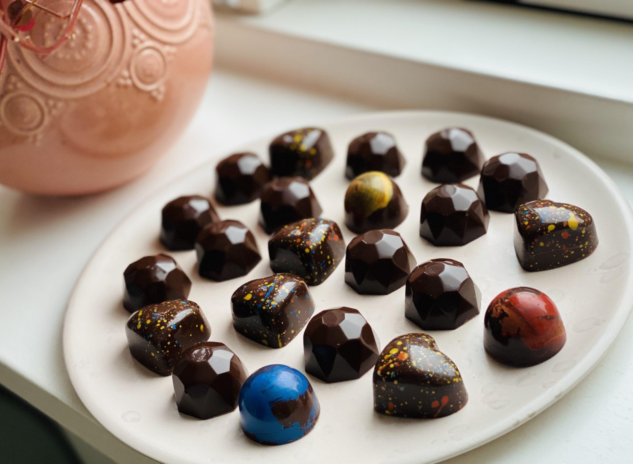 Fyldte chokolader med hindbærganache