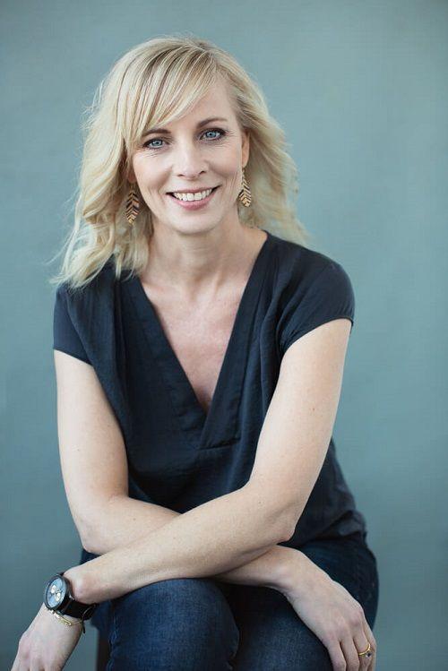 Jeg hedder Anne Pernille Fischer, og jeg er businesscoach med speciale i at hjælpe selvstændige med at lykkes med deres drømme og projektideer - og at skabe det gode liv som selvstændig med overskud på alle plan.