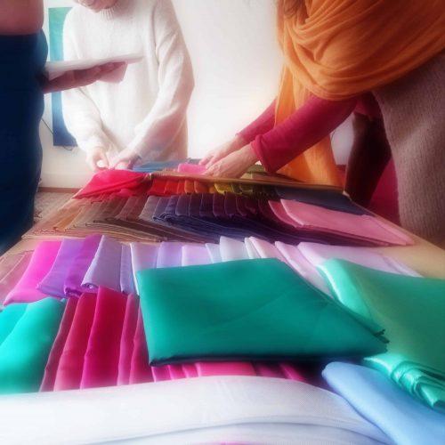 tissus couleur-le vêtement énergie-Anne Rose Lovink