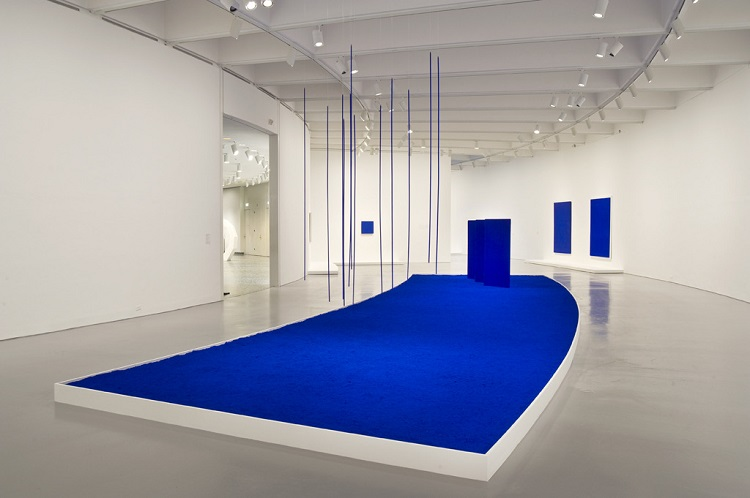 Yves Klein and the Hyper Blue Trend in Interiors