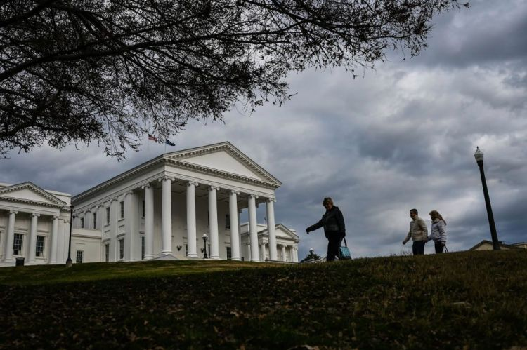 Thousands  of  Virginia  instructors  march  to  state  capitol  requiring  more  funding,  much better  incomes