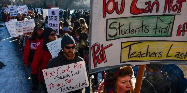 Denver  instructors  on  strike;  teachers'  union  opposes  incentive-based  pay