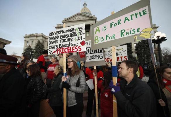 Denver  teachers  prepare  to  strike  amidst  pay  disagreement