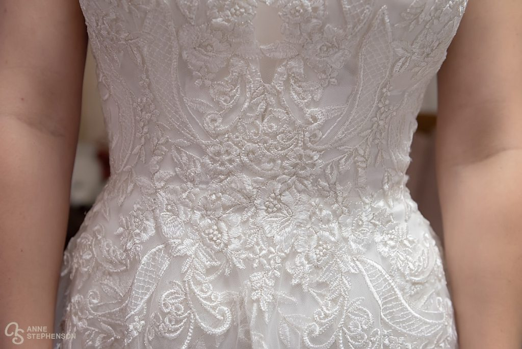 Beautiful details of the bride's wedding dress.