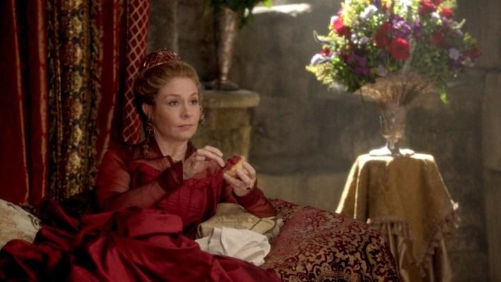 queen-catherine-reign-megan-follows