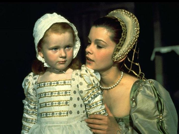 anne of the thousand days genevieve bujold with queen elizabeth